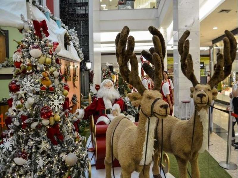 A magia está nas vitrines: lojas começam vendas de decorações de Natal